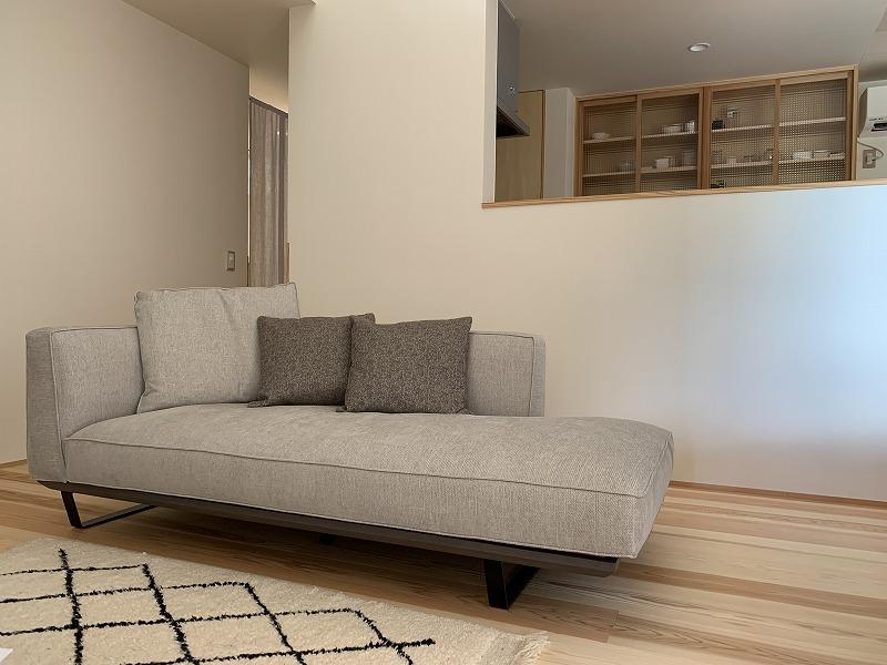 ふっくら座り心地のよいソファです。